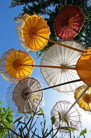 00c3035a27c5e40d3767fa32424372c4 umbrellas parasols bali indonesia 1